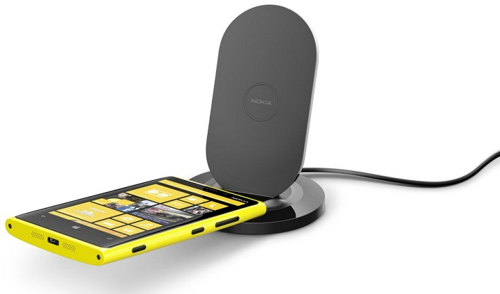 1200-nokia-wireless-charging-stand-dt-910-with-nokia-lumia-920