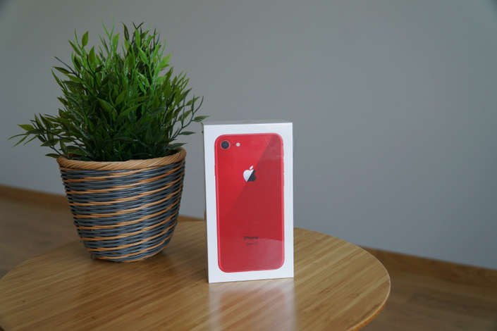 iPhone 8 PRODUCT(RED) @ nixanbal