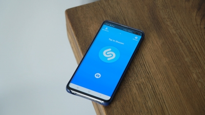 Shazam вече може да разпознава слушана през слушалки музика