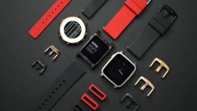 Официално: Fitbit купува Pebble и слага край на смартчасовниците им