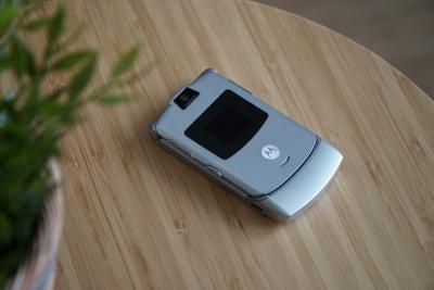 Задава се нов Motorola RAZR с прегъващ се дисплей и цена $1500