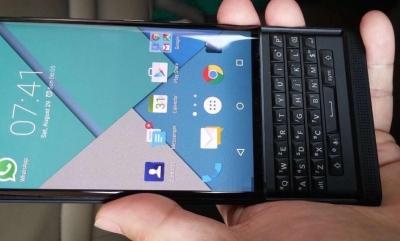 Android смартфонът BlackBerry Venice дефилира в цяла галерия снимки