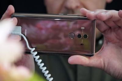 ВИДЕО: Първа среща с Huawei Mate 10 Pro
