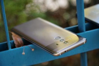 Huawei Mate 10 Pro излиза на българския пазар на цени от 1000 лв. със или от 1400 лв. без договор