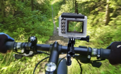 Видео: 2 минути с Toshiba Camileo X-Sports на колела
