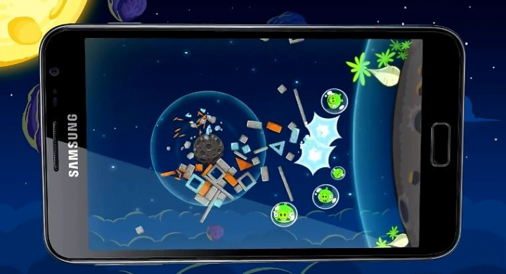 Космически геймплей и 6 нови пилета в Angry Birds Space