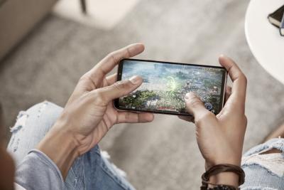 Samsung проучва докладвани проблеми с тъчскрийна на Galaxy S9