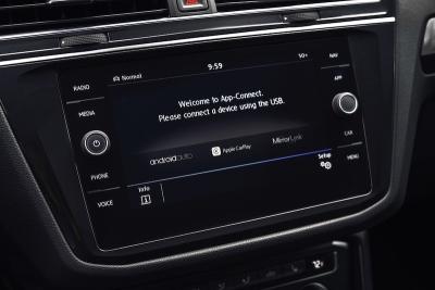 Автомобилите на VW вече могат да се отключват с гласова команда през Siri