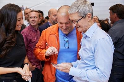 Тим Кук: Не съществува технология, с която Apple да направи добри очила с добавена реалност
