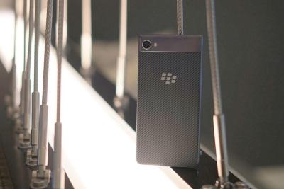 BlackBerry Motion е смартфон от среден клас с голяма батерия